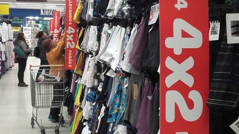 Ayer comenzaron las promociones en todo tipo de productos ante la caída que hubo en las ventas debido a la crisis económica.