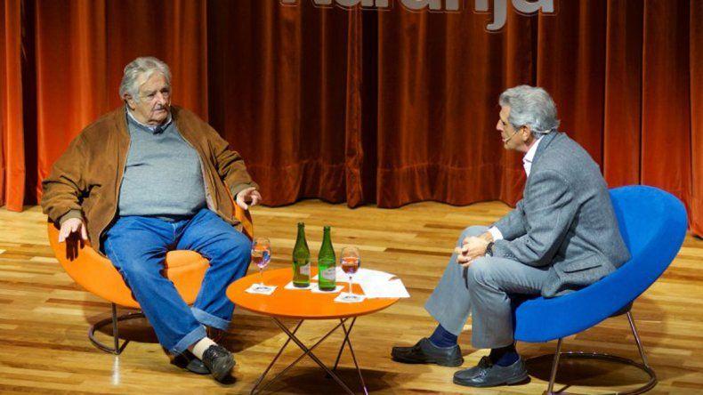 José Pepe Mujica durante una charla con periodistas argentinos.