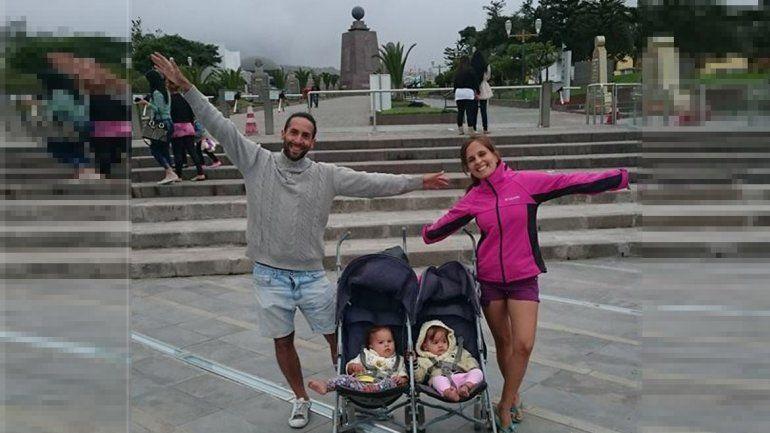 La familia viajera en la mitad del mundo.