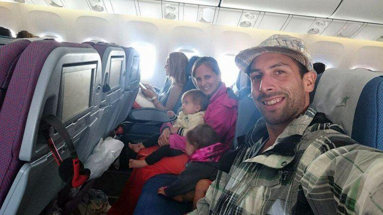 Jeremías Mora y Andrea Cazaux junto a las mellis durante el viaje.