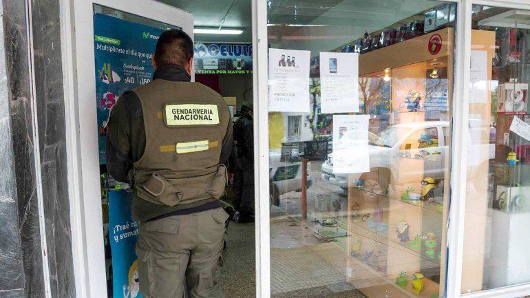 Gendarmería irrumpe en un local de Cipolletti.