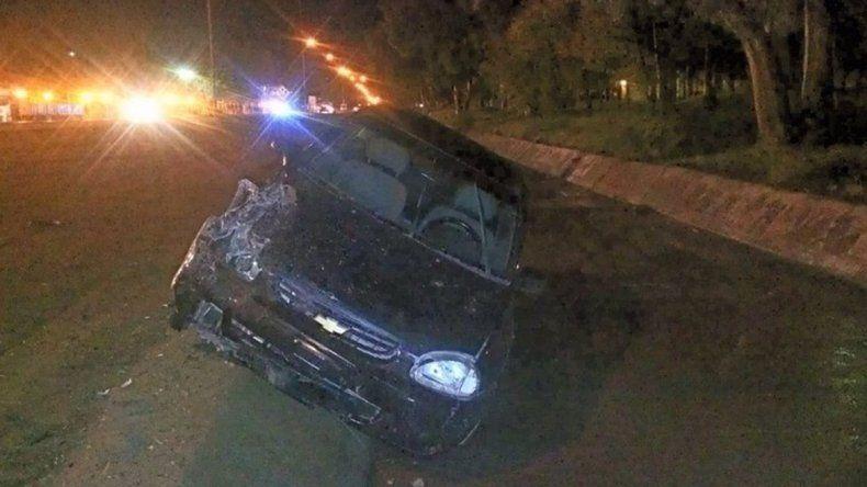 Cutral Co: quiso esquivar a otro auto y chocó contra el semáforo