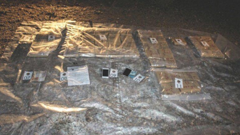 El Departamento Antinarcóticos Zapala encontró unos 50 paquetes en el interior de una moderna camioneta KIA.