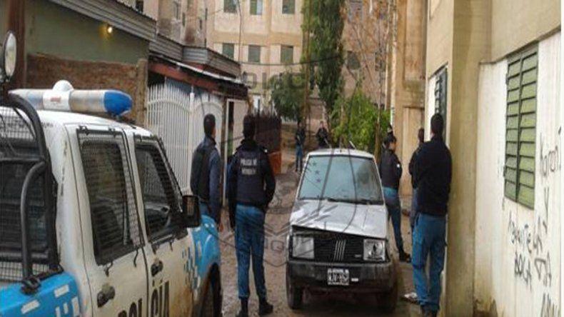 Rodeados por la Policía, se entregaron luego de robar una casa y balear al dueño