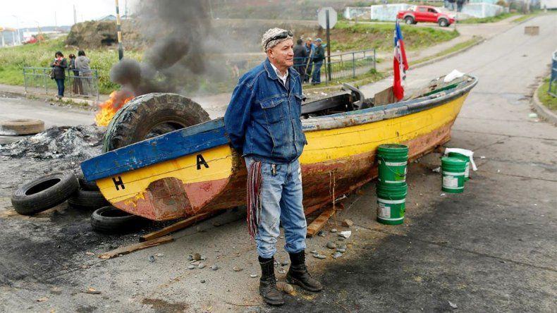 Los trabajadores reclaman asistencia tras la crisis por la marea roja.