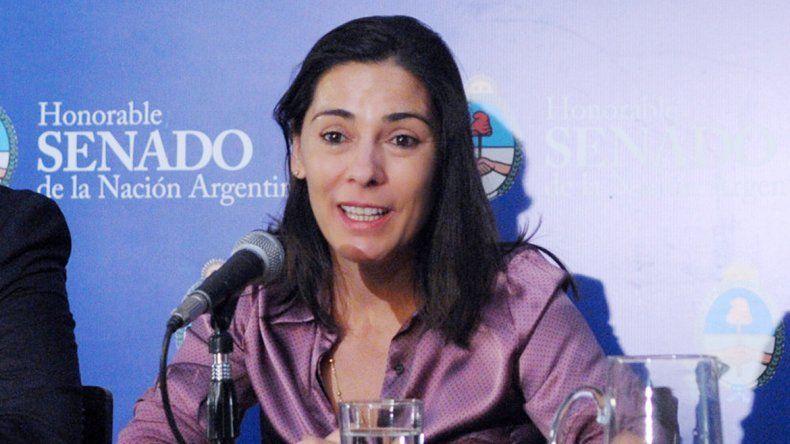 La senadora se reunió con militantes y criticó a gobiernos de su partido.