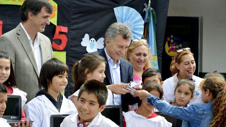 Mauricio Macri junto al ministro de Educación Esteban Bullrich.
