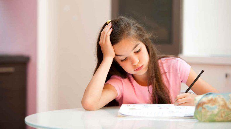 Abajo la tarea: revelan que no trae beneficios en la primaria