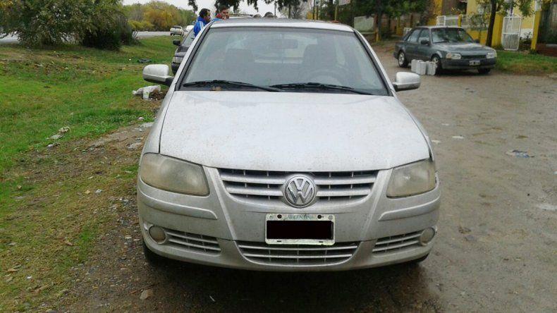 El VW Gol secuestrado que anoche era peritado por Criminalística.