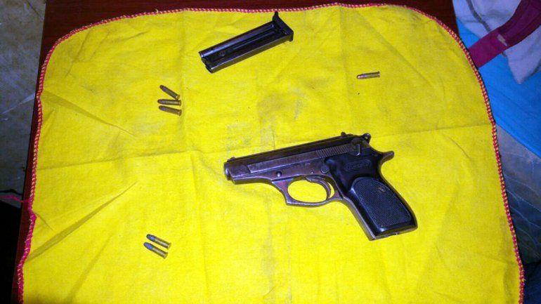 La pistola calibre 22 secuestrada.