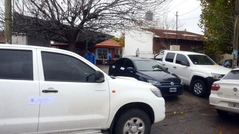 Delitos Económicos de la Policía secuestró dos camionetas y dos autos.