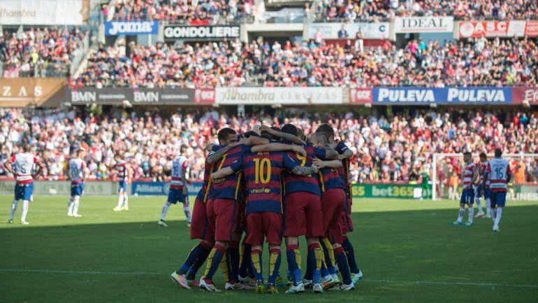 El equipo festeja uno de los goles.
