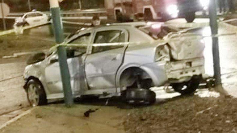 El Chevrolet Astra impactó contra el patrullero en la calle 12 de Julio.