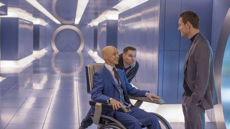 Profesor X (James McAvoy) y Magneto (Michael Fassbender) continúan su ambivalente relación en Apocalipsis.
