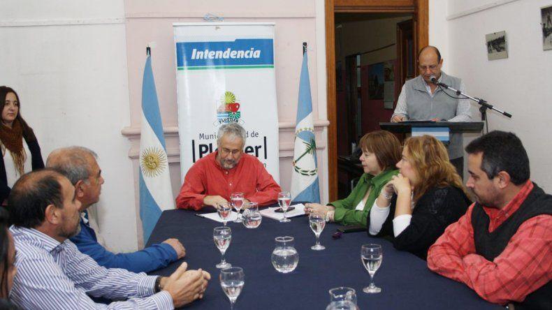 El intendente firmó el convenio con la cooperativa 127 Hectáreas.