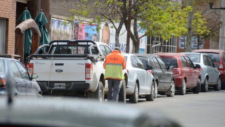 El Municipio busca que haya más rotación de vehículos en el centro. Y para ello tiene que aumentar la tarifa a los autos que están por varias horas.