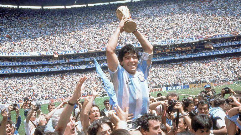 Maradona festeja el campeonato.