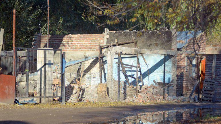 Así quedó de la casa de los falsos Bin Laden después de ser demolida bajo la mirada de la Policía que cuidaba al barrio.