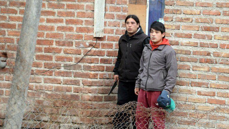 El Pelado con un cuchillo y el Taka enfrentaron a los vecinos que querían lincharlos.