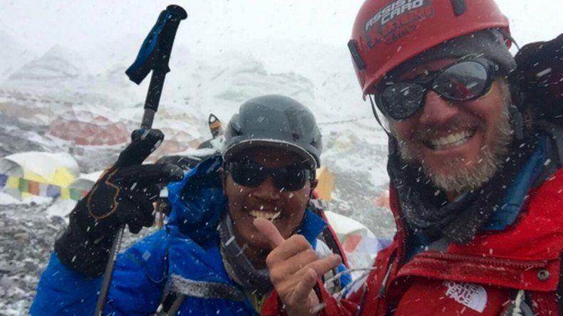 En su segundo intento, Facundo Arana logró hacer cumbre en el Everest