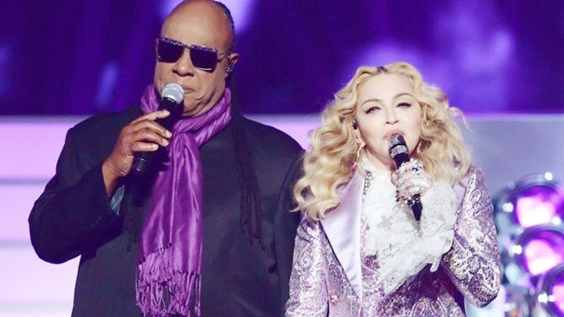 La reina del pop y Stevie Wonder.