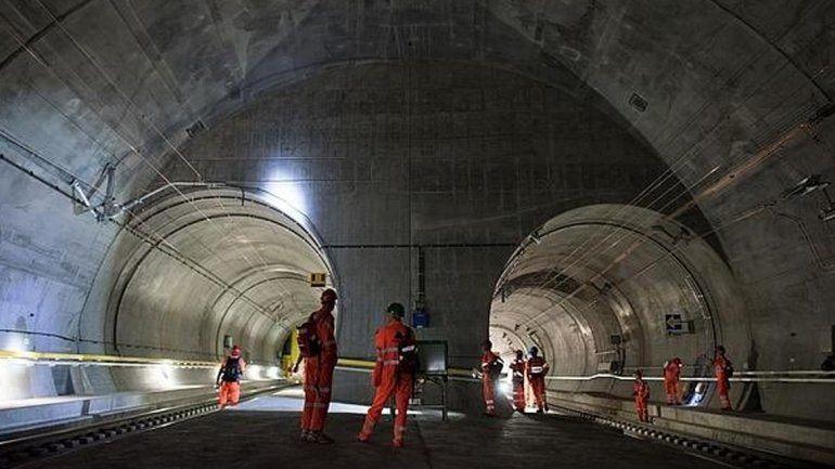 Inauguran el túnel ferroviario más largo del mundo