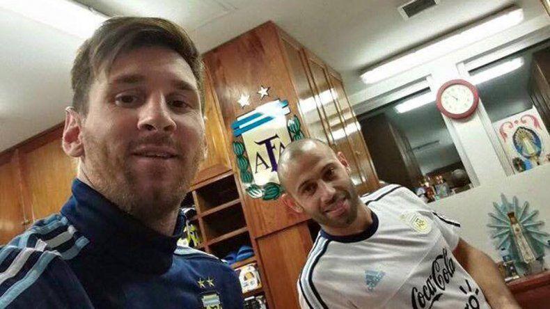 Messi y Mascherano tomando mates en el predio de Ezeiza.