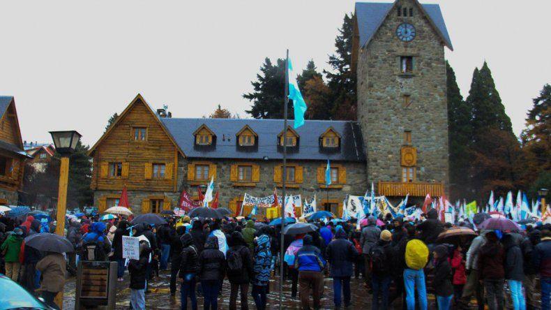 Masiva marcha contra el tarifazo de gas en Bariloche