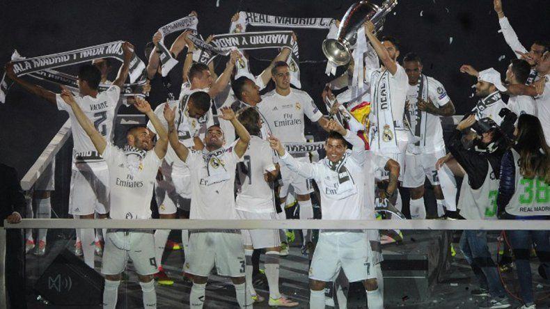 El Real Madrid celebró su nuevo título ante una multitud