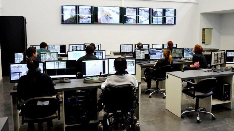 El nuevo centro de monitoreo de la Policía cuenta con nuevas pantallas.
