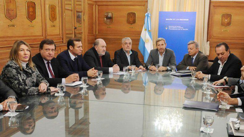 Los gobernadores patagónicos se reunieron ayer con Frigerio y Aranguren para negociar una baja del tarifazo.
