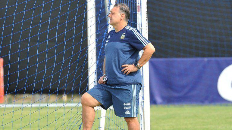Martino espera la decisión de Messi para definir si juega