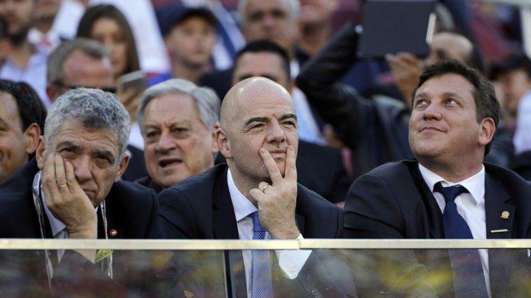 El titular de FIFA no está conforme con su salario anual.