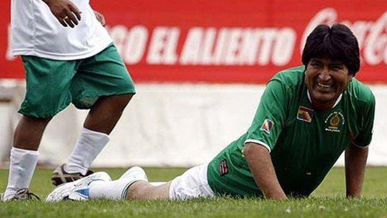 Pierden una figura: Evo Morales se volvió a romper los ligamentos cruzados