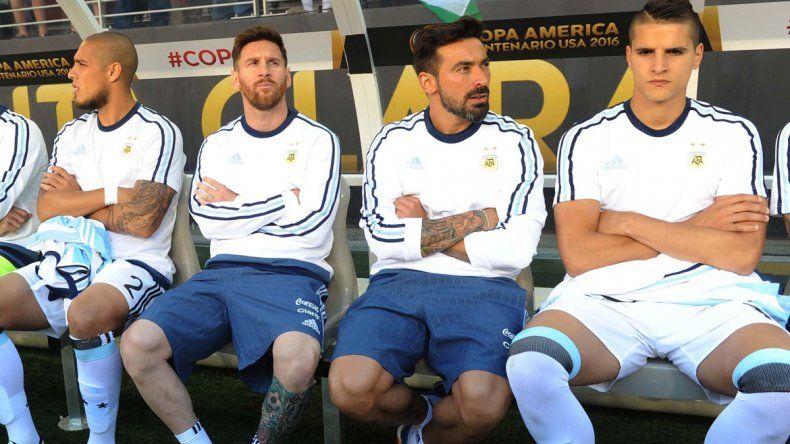 Messi vivió con intensidad el partido en el banco. El capitán puede estar tranquilo