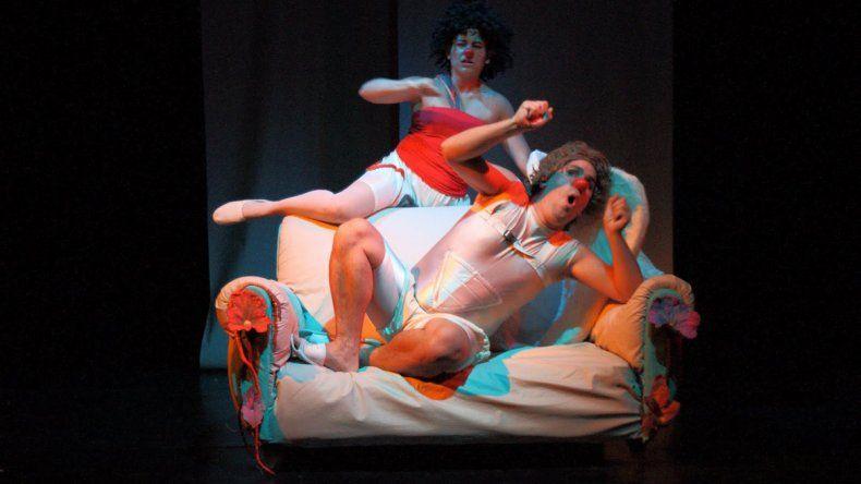 Amor mito. Santiago Legon y Juliana Ramírez se presentan hoy a las 21:30 en el teatro El Arrimadero.