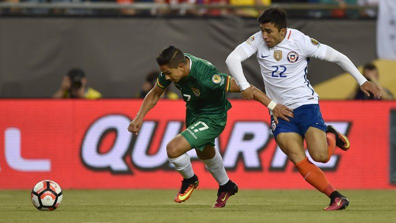 El conjunto de Pizzi se sobrepuso a Bolivia con ayuda de la tanda arbitral.