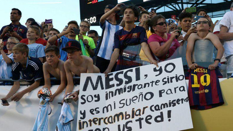 La gente pidió a Messi todo el primer tiempo y el 10 respondió con una noche inolvidable para los espectadores.