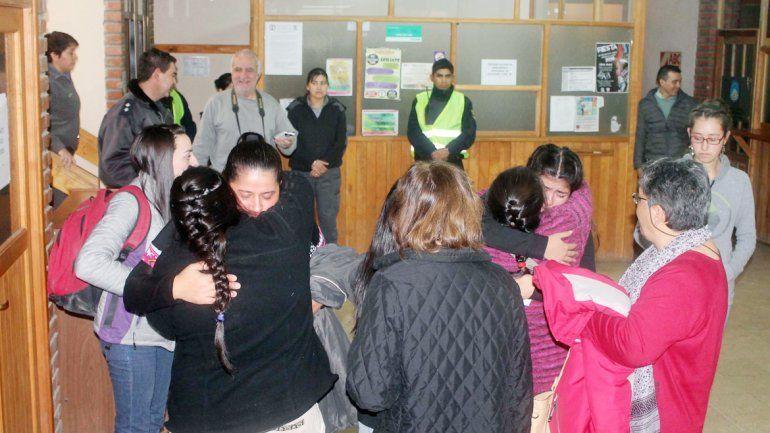 Los familiares y amigos de la víctima se abrazaron al conocer la sentencia.