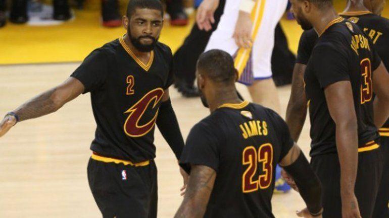 Irving y LeBron metieron todo y habrá un sexto juego en Cleveland.