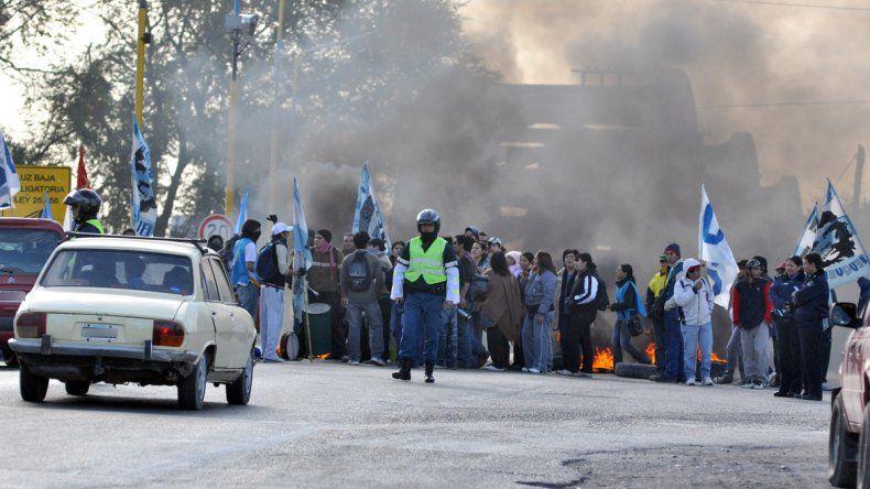 Barrios de Pie anunció tres piquetes para mañana en los puentes, en Plottier y Centenario
