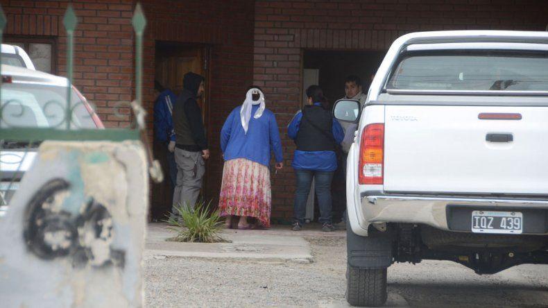 El momento en que la Policía secuestra la Hilux en calle Domuyo.