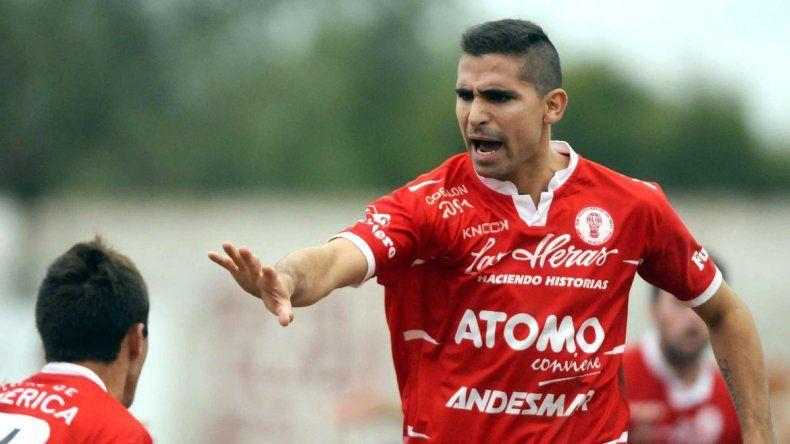 Marcos Baéz viene de ser goleador en Huracán Las Heras.