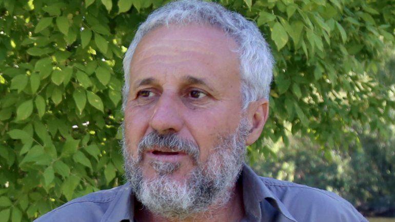 Peressini dijo que ningún intendente entregó tierras a los municipales.