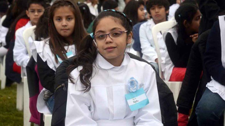 Más de 500 alumnos prometieron la bandera a orillas del Limay