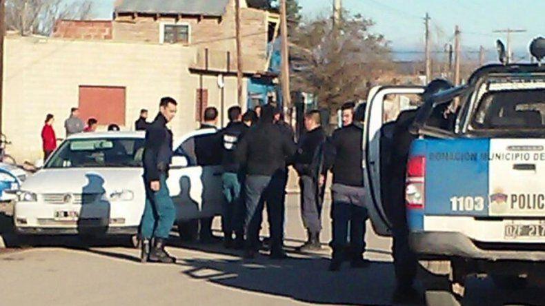La Policía hacía allanamientos y los vecinos querían linchar a los sospechosos.