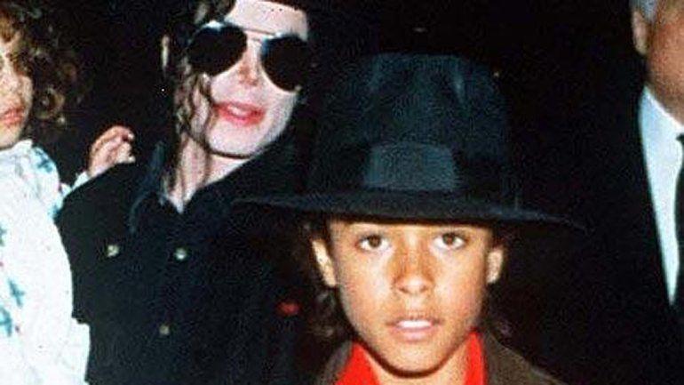 Jordan Chandler denunció a Jackson por abusos en 1995 y describió prácticas sexuales que coincidirían con el material hallado.