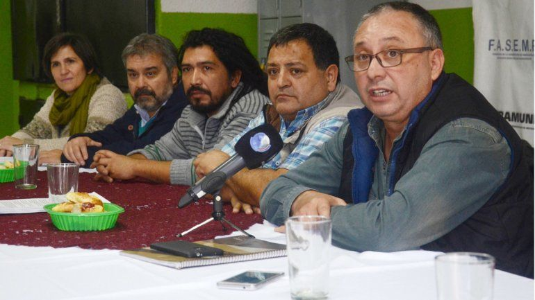 Dirigentes sindicales y políticos convocaron a un encuentro el lunes próximo en el Parque Central.
