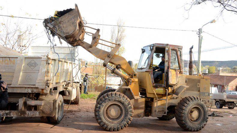 Las maquinas siguen trabajando en el barrio.