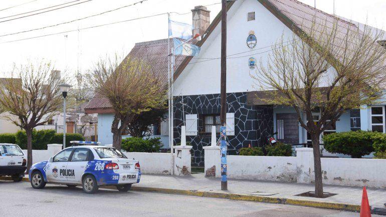 La Escuela 63 de Cutral Co donde ocurrió el violento episodio que conmocionó a la comarca petrolera.